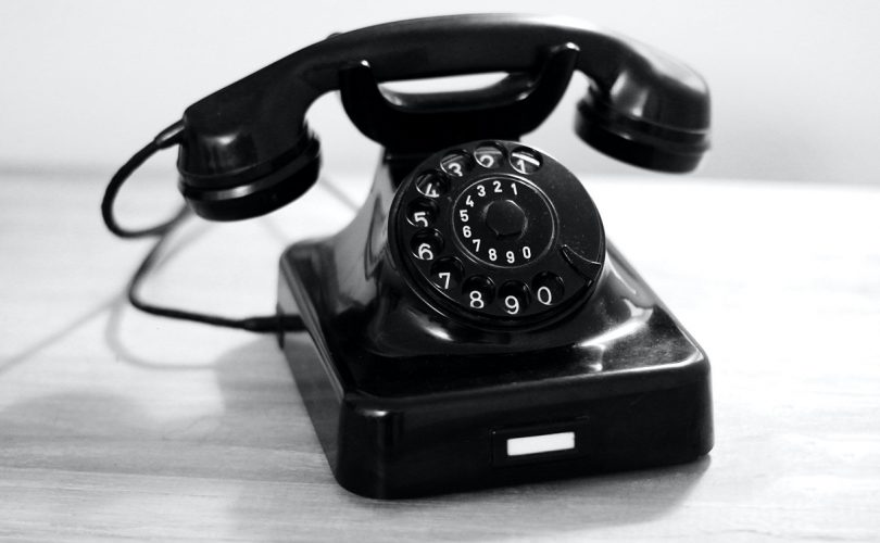 retro telefón